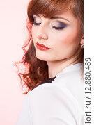 Купить «Портрет красивой девушки с ярким макияжем», фото № 12880489, снято 19 ноября 2018 г. (c) Efanov Aleksey / Фотобанк Лори
