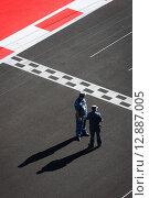 Сотрудники полиции на трассе Формулы 1 в Сочи (2014 год). Редакционное фото, фотограф Свистунов Павел / Фотобанк Лори