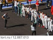 Подготовка с старту. Формула 1 в Сочи (2014 год). Редакционное фото, фотограф Свистунов Павел / Фотобанк Лори