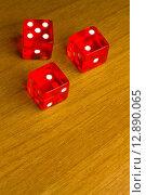 Купить «red dice on old wood desk», фото № 12890065, снято 17 июня 2019 г. (c) PantherMedia / Фотобанк Лори