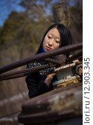 Грустная девушка в пальто на улице. Стоковое фото, фотограф Artem Kotelnikov / Фотобанк Лори