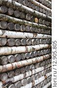 Стена из березовых створов, сложенных продольно - поперечно. Стоковое фото, фотограф Алексей Горбунов / Фотобанк Лори