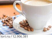 Купить «Кофейные зерна в блюдце», фото № 12906381, снято 9 октября 2015 г. (c) Алёшина Оксана / Фотобанк Лори