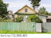Купить «Жилой дом в Мышкине», эксклюзивное фото № 12906461, снято 7 августа 2015 г. (c) Алёшина Оксана / Фотобанк Лори