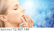 Купить «beautiful woman with sea pearl beads over blue», фото № 12907149, снято 30 октября 2010 г. (c) Syda Productions / Фотобанк Лори