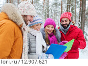 Купить «smiling friends with tablet pc in winter forest», фото № 12907621, снято 29 декабря 2014 г. (c) Syda Productions / Фотобанк Лори
