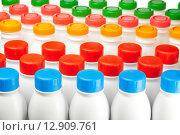 Купить «Молочные продукты в пластиковых бутылках с яркими крышками разных цветов на белом фоне», фото № 12909761, снято 23 марта 2012 г. (c) Куликов Константин / Фотобанк Лори
