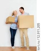 Купить «couple with cardboard boxes moving to new home», фото № 12911205, снято 6 июня 2015 г. (c) Syda Productions / Фотобанк Лори