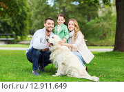 Купить «happy family with labrador retriever dog in park», фото № 12911649, снято 20 сентября 2015 г. (c) Syda Productions / Фотобанк Лори
