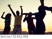 Купить «smiling friends dancing on summer beach», фото № 12912393, снято 3 августа 2014 г. (c) Syda Productions / Фотобанк Лори