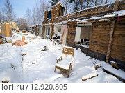 Купить «Полуразрушенный деревянный дом», фото № 12920805, снято 15 октября 2015 г. (c) Алексей Маринченко / Фотобанк Лори