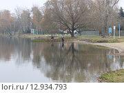 Рыбаки на озере (2015 год). Редакционное фото, фотограф Александр Устинов / Фотобанк Лори