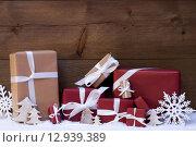 Купить «Red Christmas Gifts And Decoration With White Ribbon, Snowflake», фото № 12939389, снято 4 апреля 2020 г. (c) PantherMedia / Фотобанк Лори