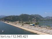 Купить «Дамба на на остров Враньина, Черногория», эксклюзивное фото № 12945421, снято 16 июля 2015 г. (c) Алексей Гусев / Фотобанк Лори