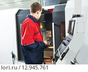Купить «worker at machining tool workshop», фото № 12945761, снято 15 февраля 2012 г. (c) Дмитрий Калиновский / Фотобанк Лори