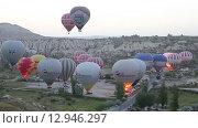 Купить «Подготовка к полету воздушных шаров, Каппадокия», видеоролик № 12946297, снято 9 сентября 2015 г. (c) Наталья Волкова / Фотобанк Лори