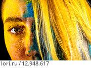 Купить «Beautiful woman covered with yellow and blue paints», фото № 12948617, снято 18 октября 2015 г. (c) Art Konovalov / Фотобанк Лори
