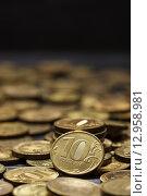 Современные рубли на черном фоне. Стоковое фото, фотограф Виктор Колдунов / Фотобанк Лори
