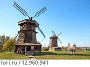Купить «Старинные ветряные мельницы в музее деревянного зодчества в Суздале», фото № 12960941, снято 26 сентября 2015 г. (c) Татьяна Белова / Фотобанк Лори