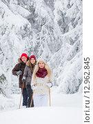 Купить «Молодые люди на лыжах в лесу», фото № 12962845, снято 28 января 2015 г. (c) Petri Jauhiainen / Фотобанк Лори