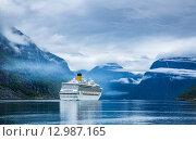 Купить «Cruise Liners On Hardanger fjorden», фото № 12987165, снято 17 июня 2015 г. (c) Андрей Армягов / Фотобанк Лори