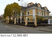 Купить «Отдельно стоящий жилой дом постройки 1932 года. Пречистенский переулок, 5. Москва», эксклюзивное фото № 12989481, снято 1 ноября 2015 г. (c) lana1501 / Фотобанк Лори