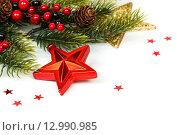Купить «Яркая рождественская композиция с красной звездой», фото № 12990985, снято 1 ноября 2015 г. (c) Евдокимов Максим / Фотобанк Лори