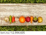 Различные овощи на деревянной доске. Стоковое фото, фотограф Виктор Колдунов / Фотобанк Лори