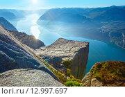 Купить «Preikestolen massive cliff top (Norway)», фото № 12997697, снято 21 июля 2013 г. (c) Юрий Брыкайло / Фотобанк Лори