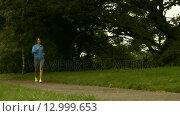 Купить «Fit girl walking», видеоролик № 12999653, снято 15 октября 2019 г. (c) Wavebreak Media / Фотобанк Лори