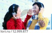 Купить «Mature Asian couple listening to music with headphones», видеоролик № 12999877, снято 5 июня 2020 г. (c) Wavebreak Media / Фотобанк Лори