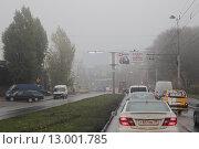 Туман на дороге в городе (2015 год). Редакционное фото, фотограф Кирилл Патутин / Фотобанк Лори