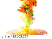Цветные чернила растворяются в воде. Стоковое фото, фотограф Смирнов Константин / Фотобанк Лори