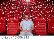 Купить «young man watching movie in 3d theater», фото № 13006813, снято 19 января 2015 г. (c) Syda Productions / Фотобанк Лори