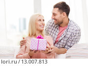 Купить «happy man giving woman gift box at home», фото № 13007813, снято 6 июня 2015 г. (c) Syda Productions / Фотобанк Лори