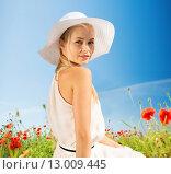 Купить «smiling young woman in straw hat on poppy field», фото № 13009445, снято 19 июня 2013 г. (c) Syda Productions / Фотобанк Лори