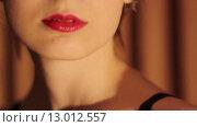 Купить «Красивые красные губы женщины», видеоролик № 13012557, снято 6 ноября 2015 г. (c) Алексндр Сидоренко / Фотобанк Лори
