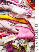 Одежда, сложенная в кучу (2015 год). Редакционное фото, фотограф Юрий Волобуев / Фотобанк Лори