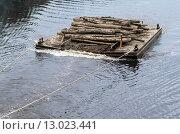 Баржа с бревнами на реке. Стоковое фото, фотограф Ивашков Александр / Фотобанк Лори