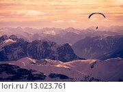 Параплан над горами, фото № 13023761, снято 4 февраля 2015 г. (c) Донцов Евгений Викторович / Фотобанк Лори