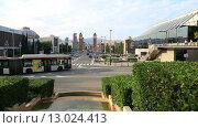 Купить «Автомобильное движение на проспекте Королевы Марии Кристины. Барселона, Каталония, Испания», видеоролик № 13024413, снято 10 октября 2015 г. (c) Ekaterina Andreeva / Фотобанк Лори