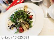 Купить «Warm salad with beef and arugula», фото № 13025381, снято 6 ноября 2015 г. (c) Володина Ольга / Фотобанк Лори