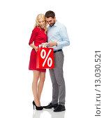 Купить «happy couple looking into red shopping bag», фото № 13030521, снято 3 октября 2015 г. (c) Syda Productions / Фотобанк Лори
