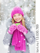 Купить «smiling young woman with cup in winter forest», фото № 13030789, снято 29 декабря 2014 г. (c) Syda Productions / Фотобанк Лори