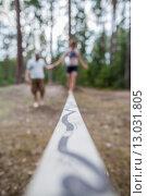 Научиться ходить по канату и держать равновесие. Стоковое фото, фотограф Виктор Колдунов / Фотобанк Лори