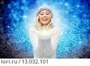 Купить «woman in winter hat holding fairy dust on palms», фото № 13032101, снято 8 октября 2015 г. (c) Syda Productions / Фотобанк Лори
