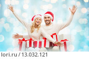 happy couple at home with christmas gift boxes. Стоковое фото, фотограф Syda Productions / Фотобанк Лори