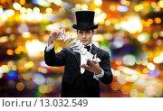 Купить «magician showing trick with playing cards», фото № 13032549, снято 12 сентября 2013 г. (c) Syda Productions / Фотобанк Лори