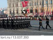 Купить «Торжественный марш на Красной площади 7 ноября 2015 г., посвященный легендарному параду 1941 года.», эксклюзивное фото № 13037393, снято 7 ноября 2015 г. (c) Алексей Бок / Фотобанк Лори