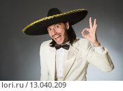 Купить «Person wearing sombrero hat in funny concept», фото № 13040209, снято 23 мая 2015 г. (c) Elnur / Фотобанк Лори